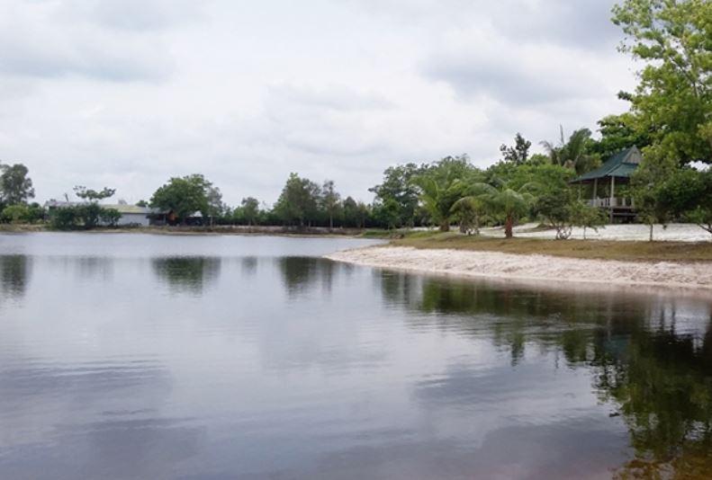 https: img.okezone.com content 2020 09 16 408 2278799 nikmati-pesona-danau-alam-salju-wisata-murah-meriah-di-sampit-u6NMLAttwv.JPG