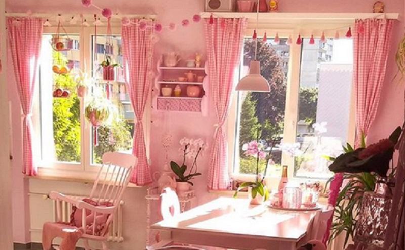 https: img.okezone.com content 2020 09 16 612 2278611 cute-perempuan-ini-terobsesi-dengan-warna-merah-muda-ZoeSaBWOby.jpg