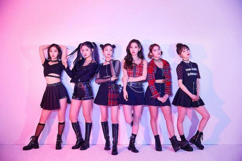 https: img.okezone.com content 2020 09 17 33 2279228 viral-video-girlband-fanatics-dipaksa-pamer-kaki-oleh-staf-manajemen-nyKZAY7Iro.jpg