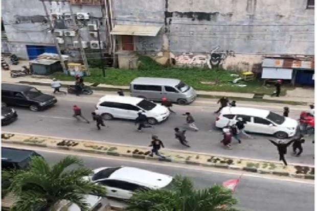 https: img.okezone.com content 2020 09 17 340 2279415 sempat-rusuh-kota-kendari-kini-kondusif-dan-polisi-siaga-di-tkp-hqtPZOCnvG.jpg