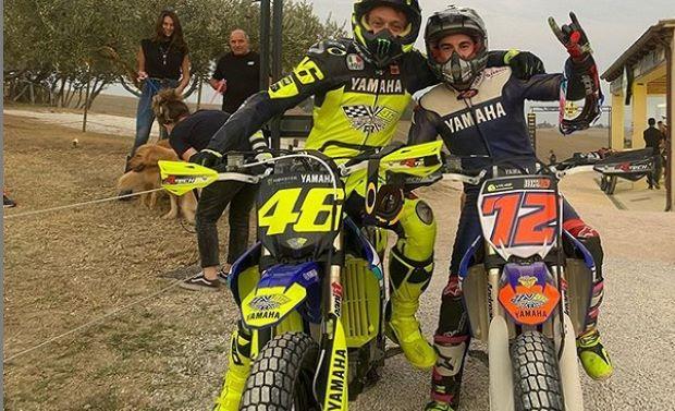 https: img.okezone.com content 2020 09 17 38 2279194 jelang-motogp-emilia-romagna-2020-vinales-dan-rossi-latihan-motocross-bersama-IVgjcec2BV.jpg