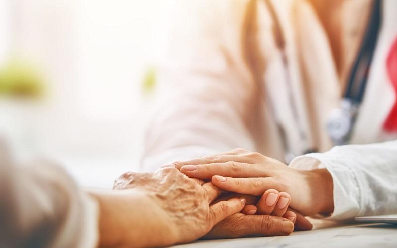 https: img.okezone.com content 2020 09 17 481 2279333 pasien-kanker-dilarang-minum-obat-sembarangan-cermati-efek-sampingnya-tVdckv25q4.jpg