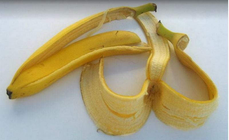 https: img.okezone.com content 2020 09 17 481 2279343 6-manfaat-kulit-pisang-salah-satunya-untuk-bersihkan-kulit-Jknrrso4uU.jpg