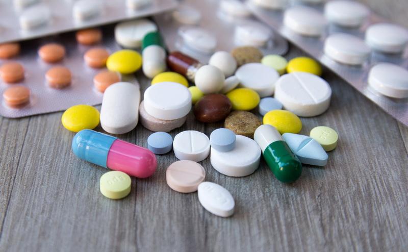 https: img.okezone.com content 2020 09 17 481 2279409 waspada-efek-samping-obat-dampaknya-mulai-dari-ringan-hingga-berat-jjOC9HAyDx.jpg