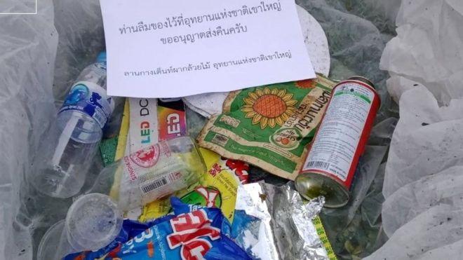 taman-nasional-thailand-kirimkan-kembali-sampah-sampah-yang-ditinggalkan-ke-turis-2csAq2BXPG.jpg