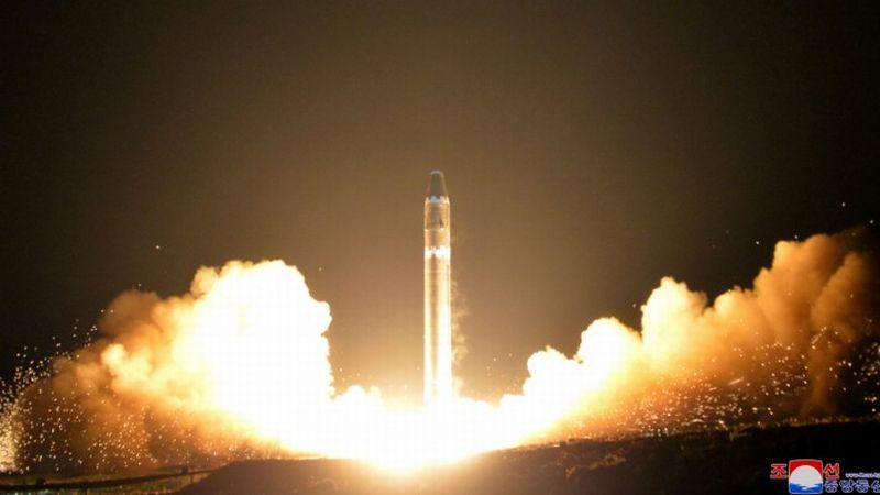 https: img.okezone.com content 2020 09 18 18 2279999 kim-jong-un-akan-pamerkan-rudal-nuklir-baru-yang-diklaim-dapat-ratakan-as-zRYOlobTZA.jpg
