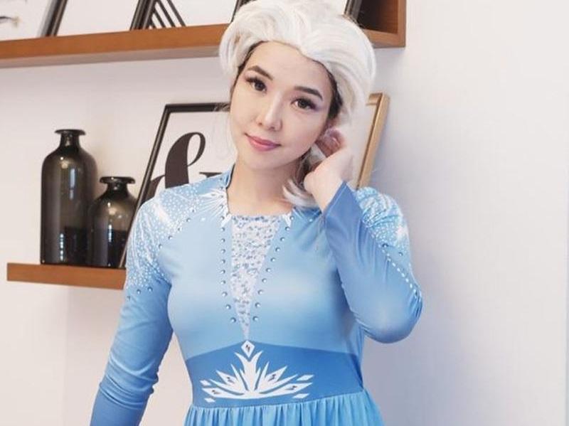 https: img.okezone.com content 2020 09 18 194 2279821 4-inspirasi-ootd-ala-gisel-jadi-princess-elsa-cantik-banget-p8Net4NAlt.jpg
