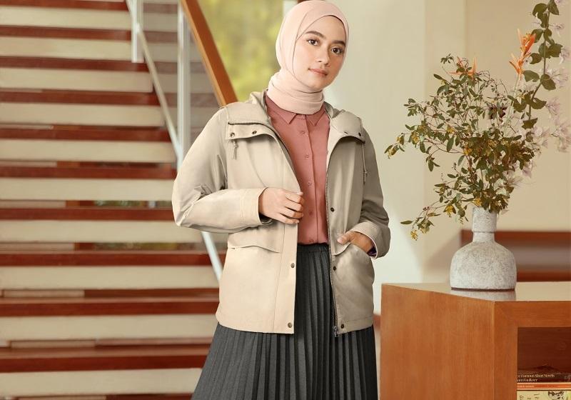 https: img.okezone.com content 2020 09 18 194 2280172 3-gaya-hijab-untuk-wfh-ala-ayudia-chaerani-minimalis-dan-stylish-U4XKxpaT9f.jpg