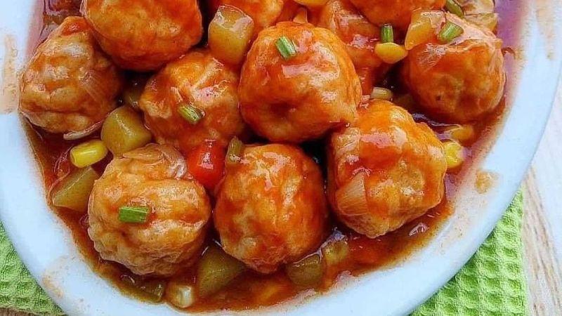 https: img.okezone.com content 2020 09 18 298 2280018 resep-bistik-bola-ayam-makan-siang-lezat-di-akhir-pekan-f4G4mfSBi8.jpg