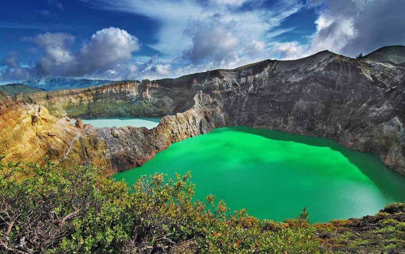 https: img.okezone.com content 2020 09 18 408 2279876 3-destinasi-wisata-indonesia-persis-di-luar-negeri-apa-saja-OAiftoJaJJ.jpg