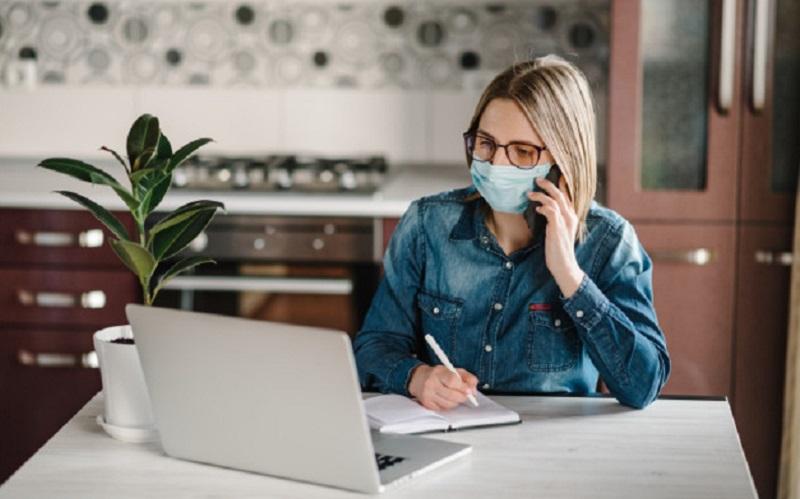 https: img.okezone.com content 2020 09 18 481 2279730 mau-aman-dari-covid-19-saat-kerja-di-kantor-simak-protokol-kesehatan-ini-khEvD8DIrP.jpg