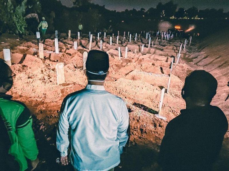 https: img.okezone.com content 2020 09 20 338 2280663 45-jenazah-dimakamkan-dalam-sehari-gubernur-anies-tinjau-tpu-pondok-ranggon-bqefXxirKc.jpg
