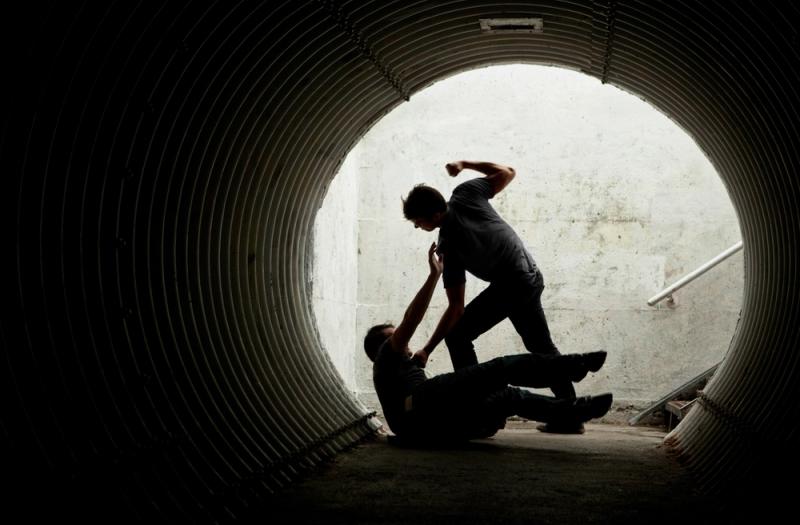 https: img.okezone.com content 2020 09 20 338 2280878 pria-bersenjata-saling-serang-di-taman-sari-jakbar-5bmvIflykX.jpg