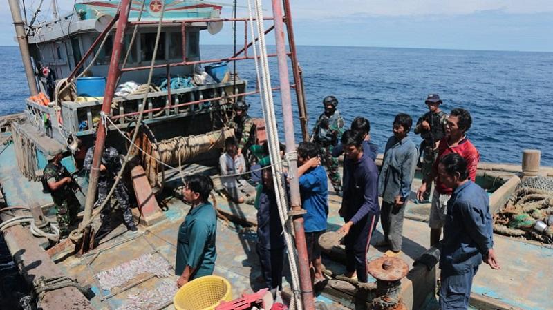 https: img.okezone.com content 2020 09 20 340 2280784 sempat-kabur-2-kapal-asing-curi-ikan-di-natuna-ditangkap-kri-usman-harun-359-V0CRPlig2S.jpg