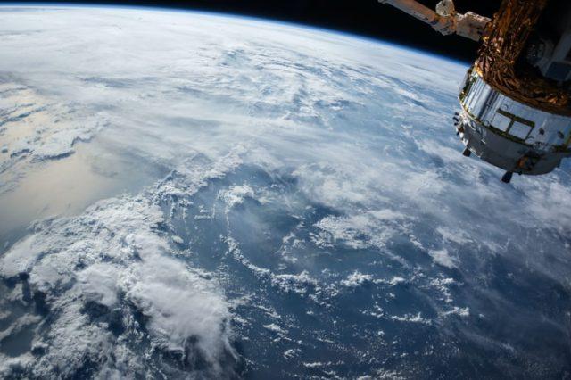 https: img.okezone.com content 2020 09 21 16 2281057 reality-show-ini-beri-hadiah-misi-penerbangan-ke-luar-angkasa-ZTXNh0Jajy.jpg