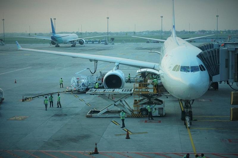 https: img.okezone.com content 2020 09 21 320 2281343 pembangunan-bandara-lanjut-terus-meski-ada-covid-19-YcXtFPYjVT.jpg