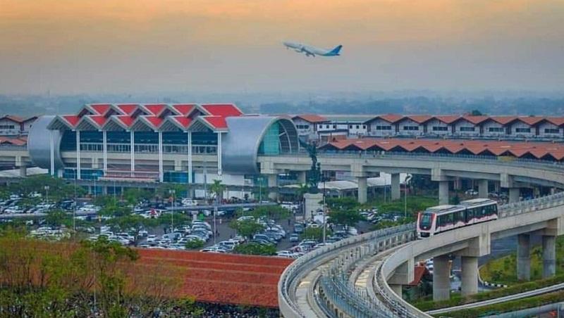 https: img.okezone.com content 2020 09 21 320 2281457 5-bandara-di-atas-air-segera-dibangun-menhub-pariwisata-jadi-prioritas-0iaiEkGRBv.jpg