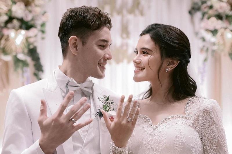 https: img.okezone.com content 2020 09 21 33 2281518 10-hari-menikah-audi-marissa-lepas-cincin-kawin-O8DfBljF0X.jpg