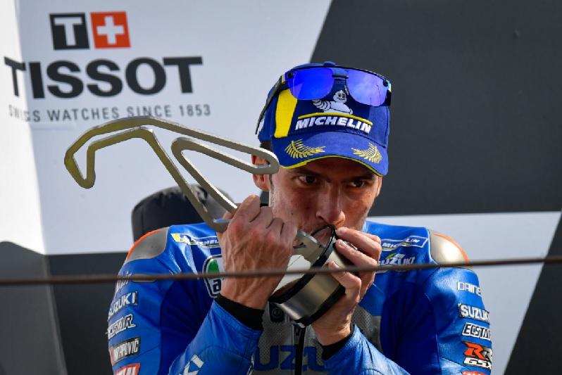 https: img.okezone.com content 2020 09 21 38 2280963 motogp-emilia-romagna-joan-mir-tak-sangka-bisa-finis-di-podium-lagi-VWMlJL20Rj.jpg