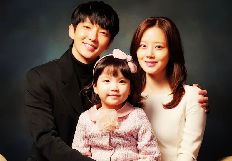 https: img.okezone.com content 2020 09 21 598 2281001 episode-terakhir-flower-of-evil-lee-joon-gi-ucap-terima-kasih-XvTS6QGXd6.jpg