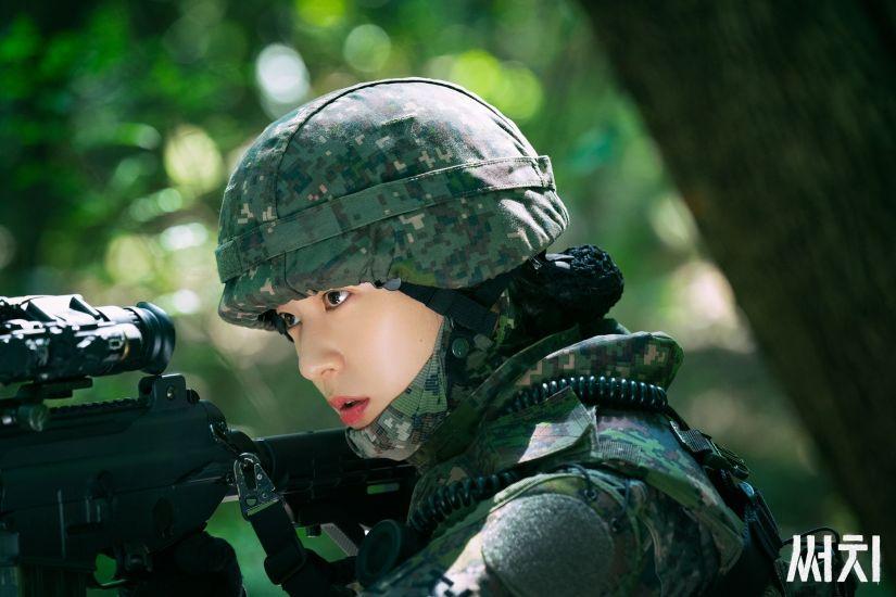 https: img.okezone.com content 2020 09 21 598 2281074 perjuangan-krystal-f-x-jadi-tentara-olahraga-ketat-hingga-latihan-menembak-5uvRhAJRfU.jpg