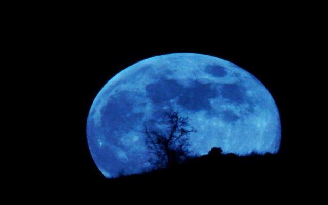 https: img.okezone.com content 2020 09 22 16 2281699 setelah-76-tahun-blue-moon-langka-akan-muncul-pada-akhir-oktober-Y9uHrk8GQr.jpg