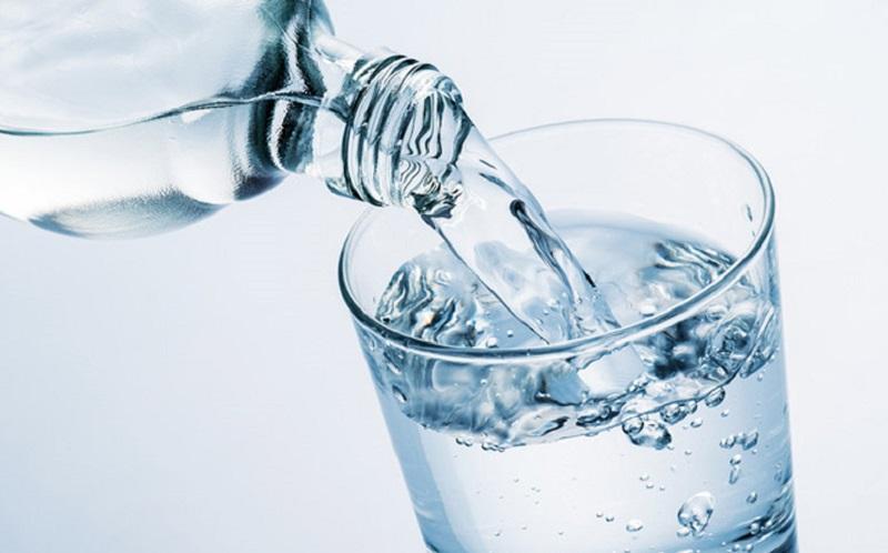 https: img.okezone.com content 2020 09 22 481 2282066 6-bahaya-bila-anda-kekurangan-minum-air-putih-INTQIlUGyl.jpg