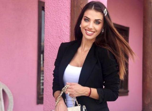 https: img.okezone.com content 2020 09 23 51 2282468 eleonora-boi-presenter-sepakbola-cantik-dari-italia-3zyRNpITZ6.JPG