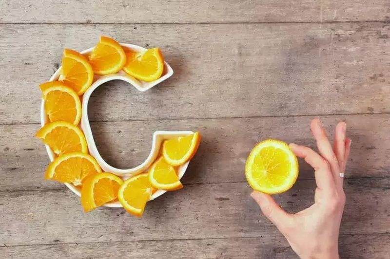 https: img.okezone.com content 2020 09 23 612 2282684 kapan-waktu-tepat-konsumsi-vitamin-c-dosis-tinggi-2VlRDhVMky.jpg