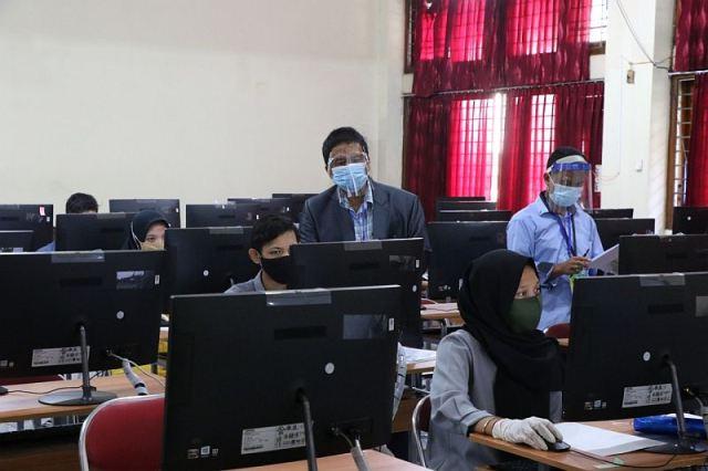 https: img.okezone.com content 2020 09 24 16 2282794 dukung-softskill-1-000-pendidik-dapat-program-guru-digital-NtKJguv7P6.jpg