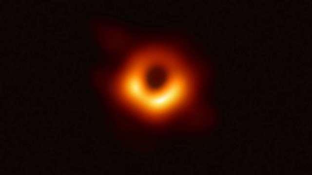 https: img.okezone.com content 2020 09 24 16 2282917 astronom-ungkap-bayangan-black-hole-di-galaksi-m87-bisa-berubah-31OtC8eAQF.jpg