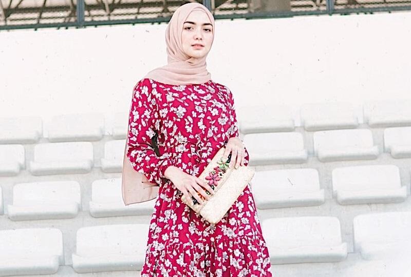 https: img.okezone.com content 2020 09 24 194 2282863 4-gaya-hijab-simpel-dengan-gamis-ala-citra-kirana-cantik-feminin-omZ1Ts9wsM.jpg