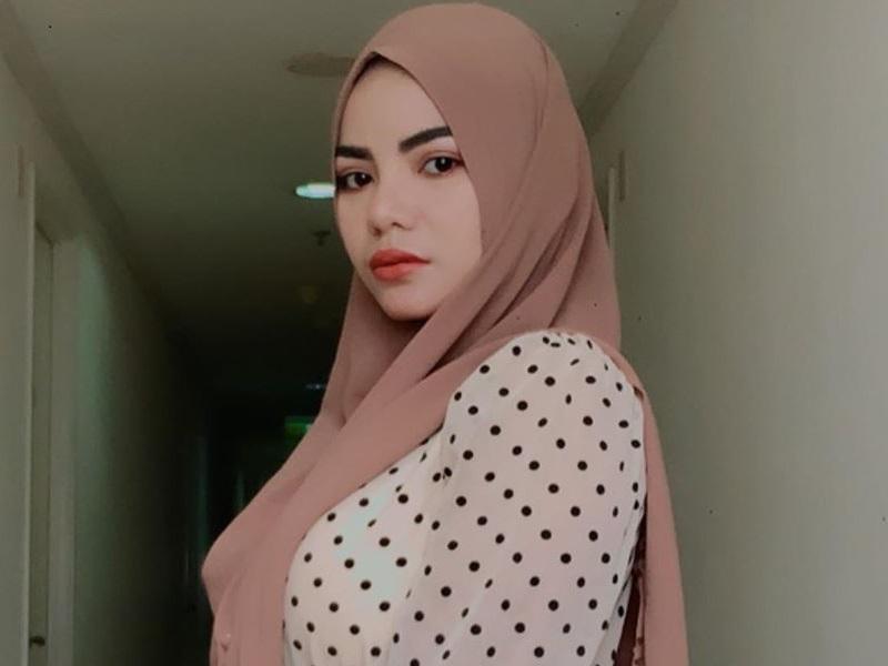 https: img.okezone.com content 2020 09 24 194 2282994 potret-dinar-candy-pakai-hijab-bikin-pangling-netizen-sumpah-cantik-l6d4JVDKPY.jpg