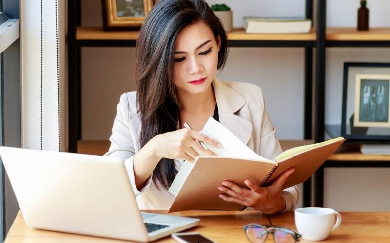 https: img.okezone.com content 2020 09 24 196 2283012 5-cara-memimpin-karyawan-tanpa-bersikap-bossy-8trxG2PelT.jpg