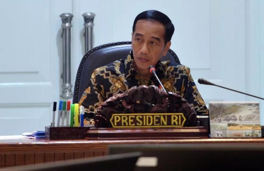 https: img.okezone.com content 2020 09 24 337 2282958 presiden-jokowi-minta-jajarannya-kawal-beragam-bansos-warga-desa-iOw6hsHspt.jpg