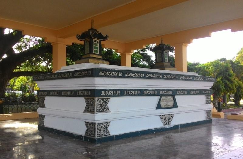 https: img.okezone.com content 2020 09 24 408 2283095 makam-sultan-iskandar-muda-objek-wisata-religi-penuh-sejarah-kegemilangan-aceh-QRPhAdNxZN.jpg