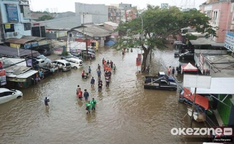 https: img.okezone.com content 2020 09 24 470 2282890 begini-cara-cegah-kesetrum-listrk-saat-hujan-dan-banjir-Il0t6dFXyx.jpg