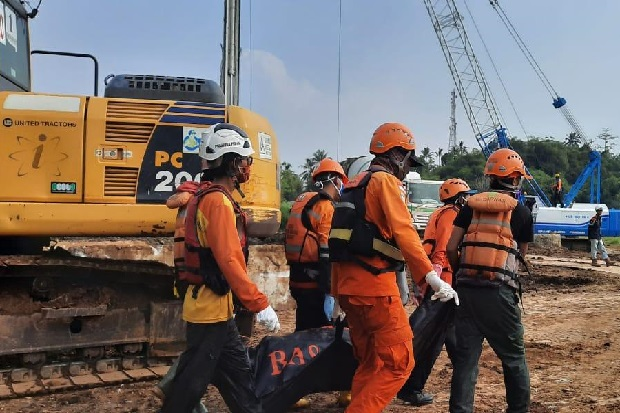 https: img.okezone.com content 2020 09 24 525 2283284 korban-banjir-bandang-sukabumi-ditemukan-15-km-dari-lokasi-kejadian-t1ygOBrOXB.jpg