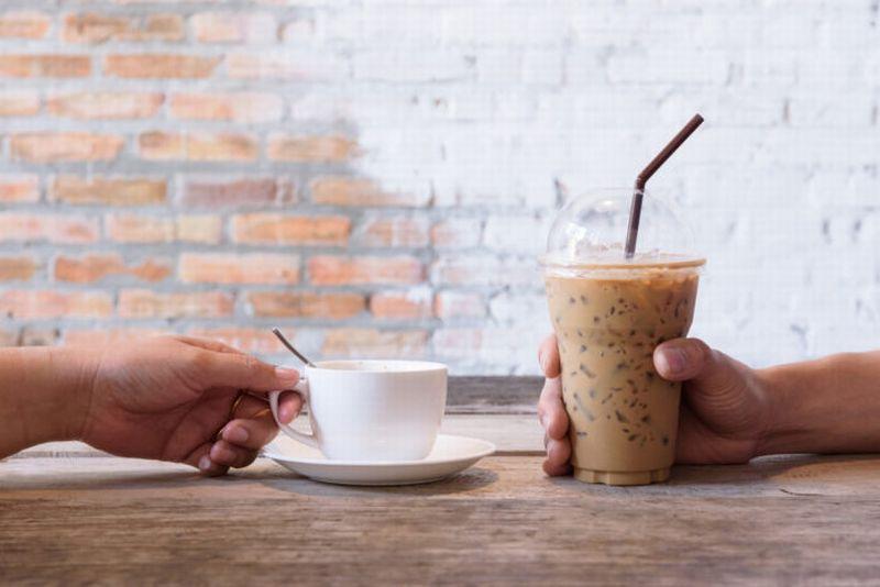 https: img.okezone.com content 2020 09 24 612 2282941 minum-kopi-panas-vs-dingin-apa-perbedaannya-UkpHUSb70H.jpg