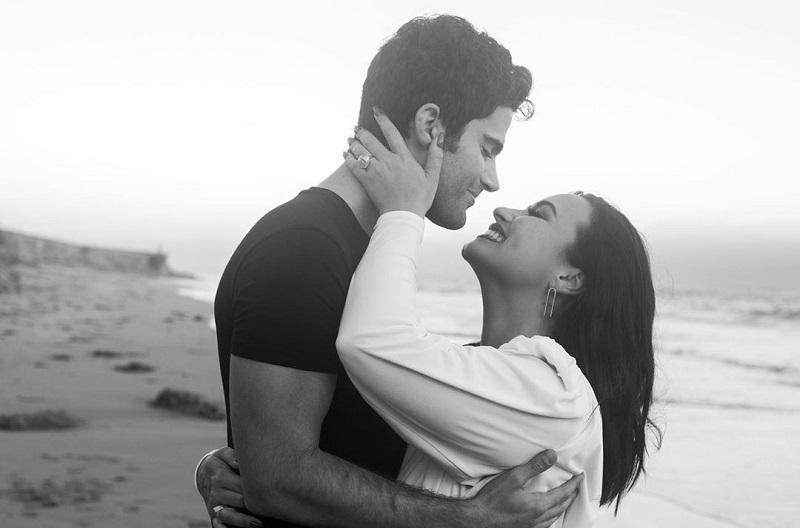 https: img.okezone.com content 2020 09 25 33 2283590 pertunangan-bubar-demi-lovato-batal-menikah-2EGlmi27hD.jpg