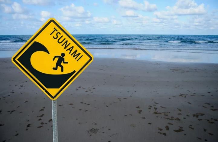 https: img.okezone.com content 2020 09 25 337 2283607 gempa-dan-tsunami-20-meter-di-selatan-jawa-bmkg-20-menit-sampai-daratan-aeer22uds5.jpg