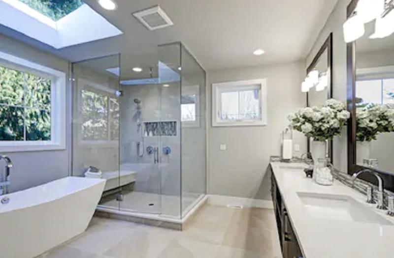 https: img.okezone.com content 2020 09 26 470 2284145 4-cara-membuat-kamar-mandi-rapi-dan-cantik-berilah-unsur-alami-l7vvaBDvEj.jpg