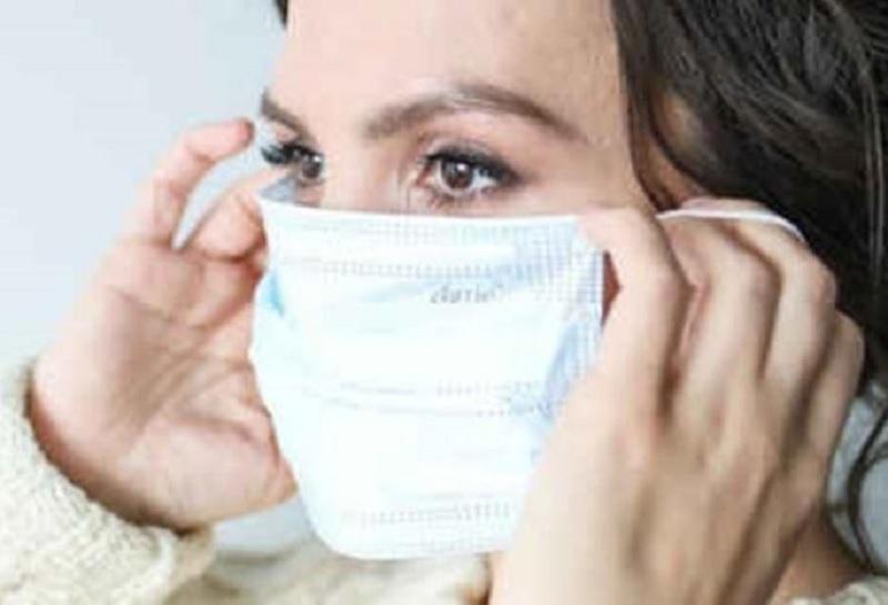 https: img.okezone.com content 2020 09 26 481 2284070 dokter-larang-oleskan-minyak-kayu-putih-ke-masker-kenapa-ihzvGtMCQw.jpg