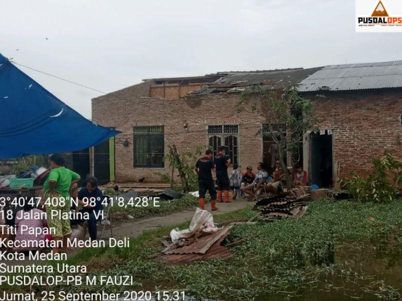 https: img.okezone.com content 2020 09 26 608 2284283 puting-beliung-terjang-3-kecamatan-di-medan-ratusan-rumah-rusak-zdmsABXxiV.jpg