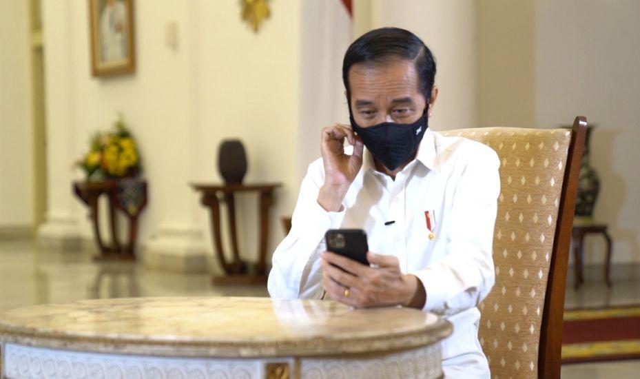 https: img.okezone.com content 2020 09 27 337 2284443 presiden-jokowi-video-call-dokter-paru-terpapar-covid-19-begini-perbincangannya-oPnCwjR3qp.jpg