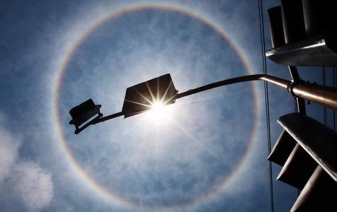 https: img.okezone.com content 2020 09 27 337 2284540 fenomena-matahari-cincin-di-langit-jatim-begini-penjelasan-bmkg-1wNakbXFFh.jpg