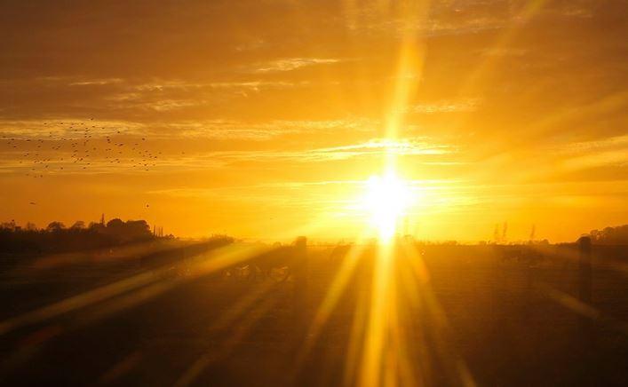 https: img.okezone.com content 2020 09 27 481 2284404 sinar-matahari-membunuh-virus-efektifkah-berjemur-untuk-perangi-covid-19-i1JDtNzd9V.jpg
