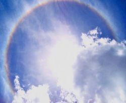 https: img.okezone.com content 2020 09 28 16 2284903 netizen-bagikan-foto-fenomena-halo-di-langit-jawa-timur-5xuHzdFxOl.jpg