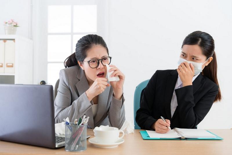 https: img.okezone.com content 2020 09 28 481 2284870 cegah-covid-19-dokter-imbau-segera-menjauh-dari-orang-batuk-dan-bersin-mwIfm9hWtG.jpg