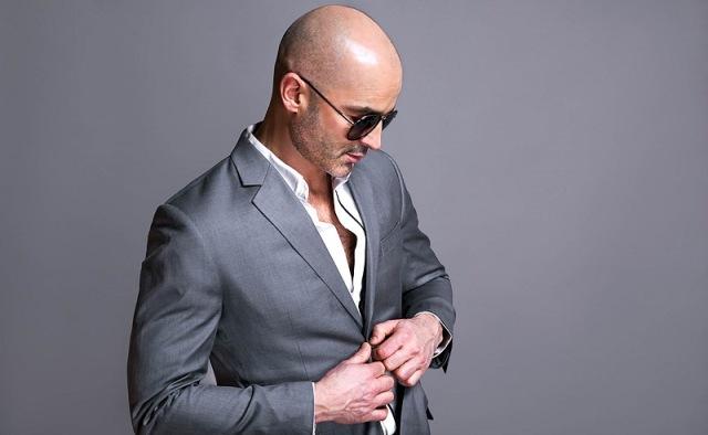 https: img.okezone.com content 2020 09 28 611 2285227 pria-bisa-mudah-cukur-gaya-botak-di-rumah-simak-caranya-LRqC0iqaj1.jpg